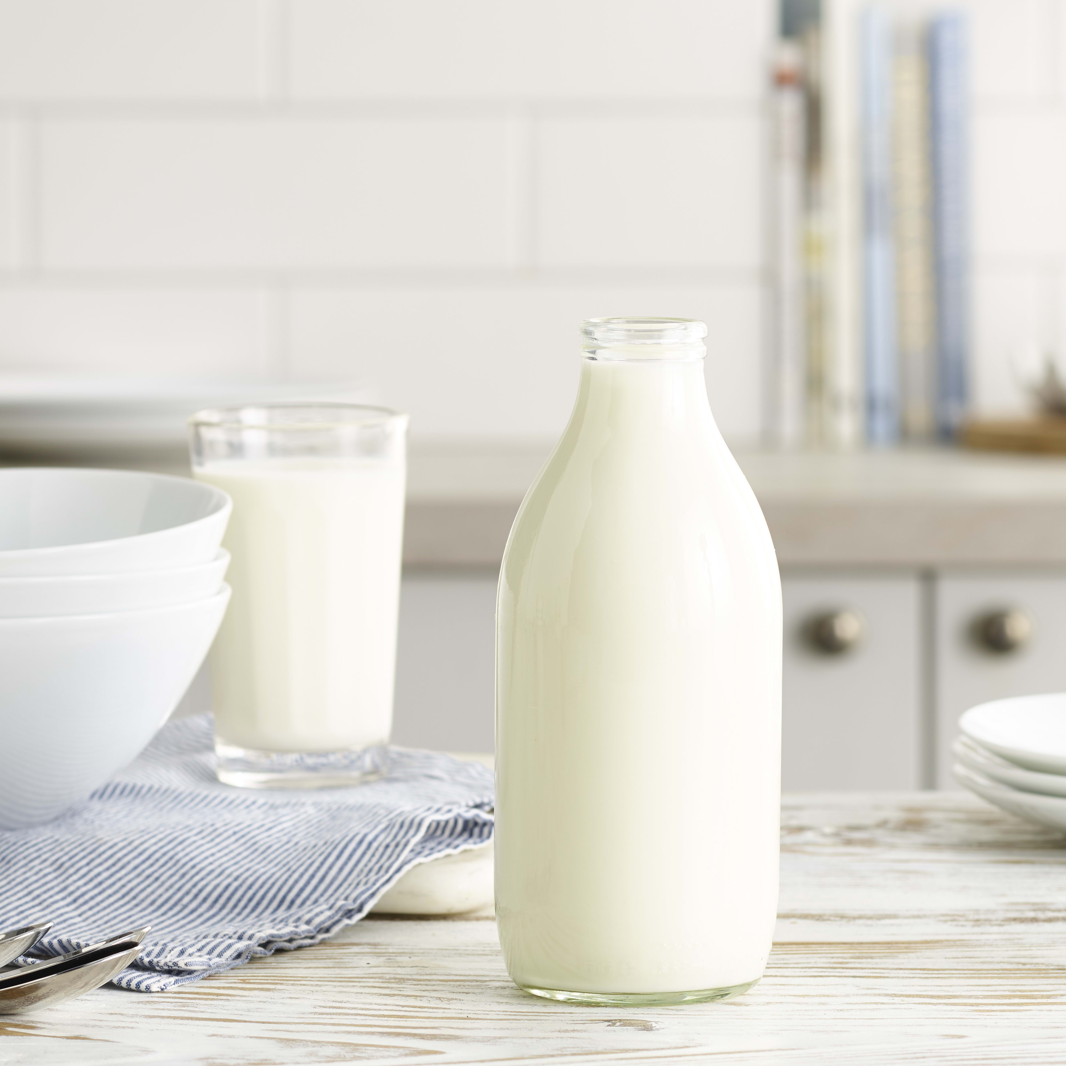 Milk & More Organic Skimmed Milk in Glass, 568ml, 1pt
